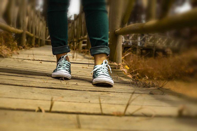 walking 4192782 1920 768x512 - KROK, KROK ZA KROKIEM KROK!